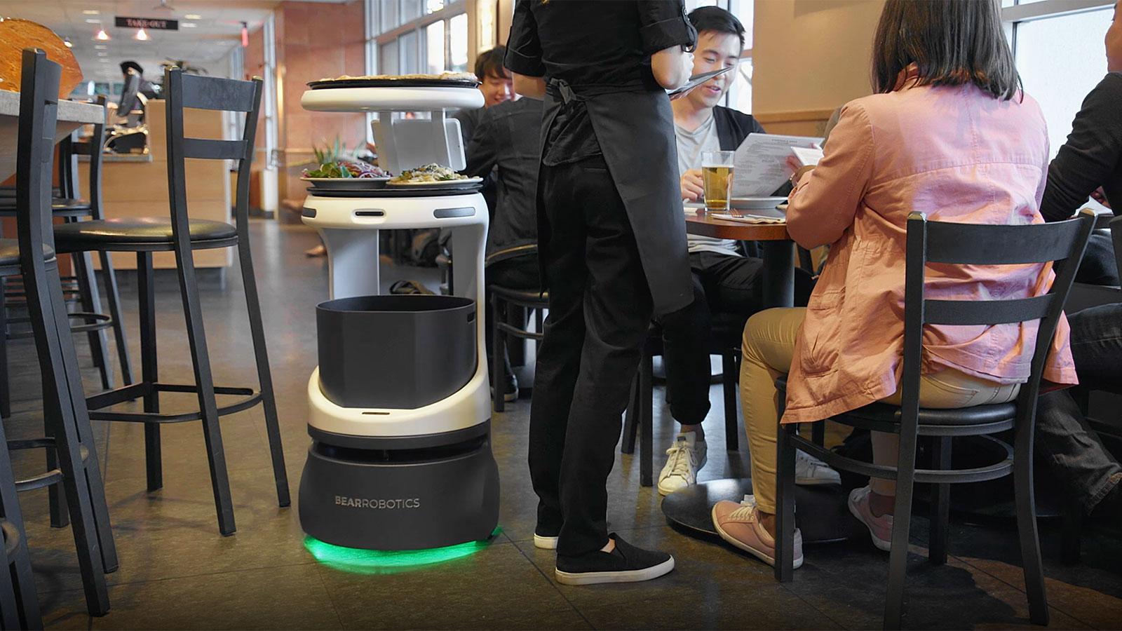 「料理を運ぶ」自律走行型の配膳ロボットPenny